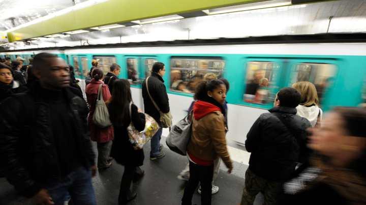 131207-dickey-paris-metro-tease_unblaa.jpg