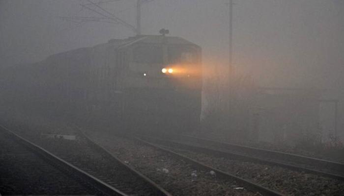 650583-fog-trains