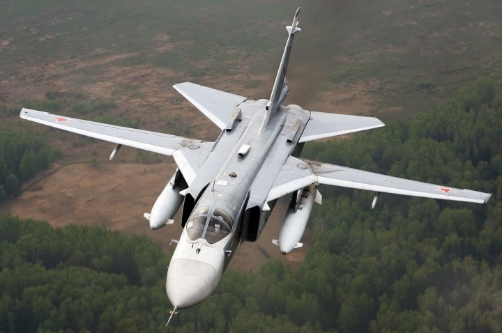 Sukhoi_Su-24_inflight_Mishin-2.jpg