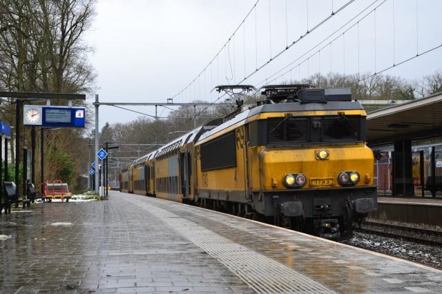 dutch-ns-electric-train-by-flickr-user-alfenaar-used-under-cc-license_100589180_m
