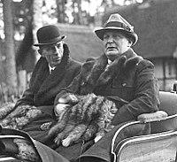 200px-Bundesarchiv_Bild_102-17986,_Schorfheide,_Lord_Edward_Frederik_Halifax,_Hermann_Göring_crop