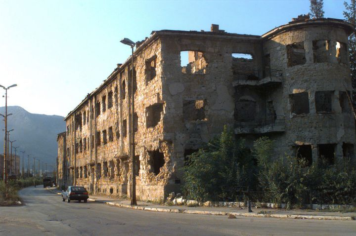 Damaged_buildings_from_the_fighting_on_the_Croatian_side_of_Mostar