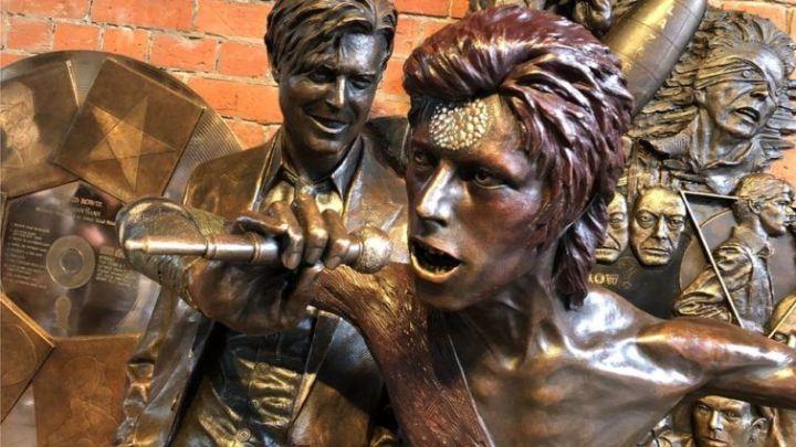 David-Bowie-statue-755x425