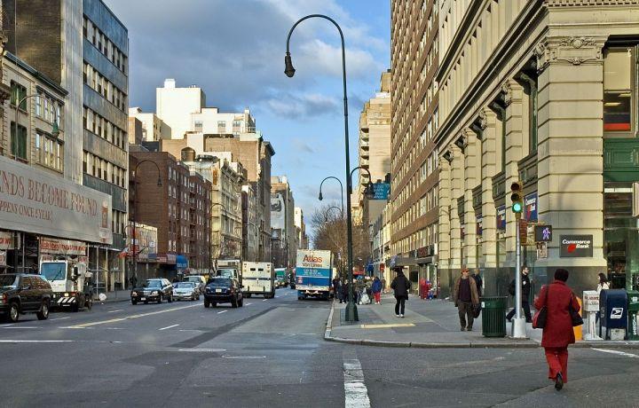 NYC_14th_Street_looking_west_12_2005.jpg