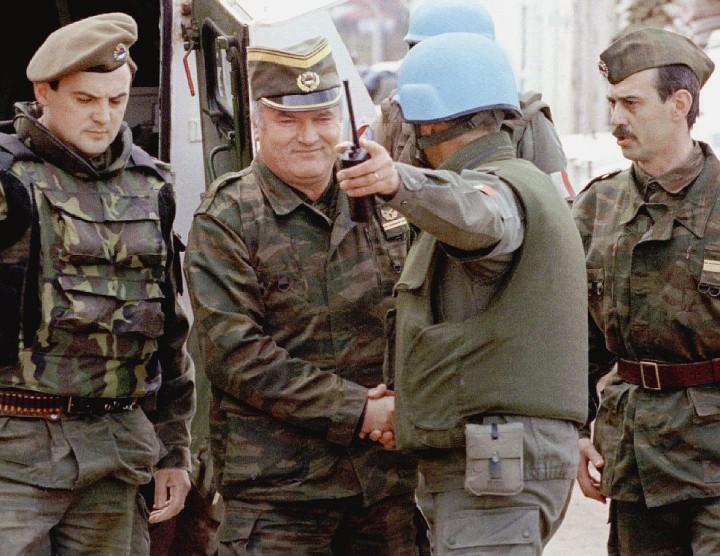 Ratko-Mladic-centre-Sarajevo-avril-1993une-reunion-organisee-lONU_0_1173_907