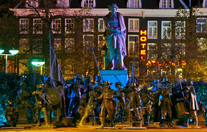 Rembrandtplein_-_The_Night_Watch