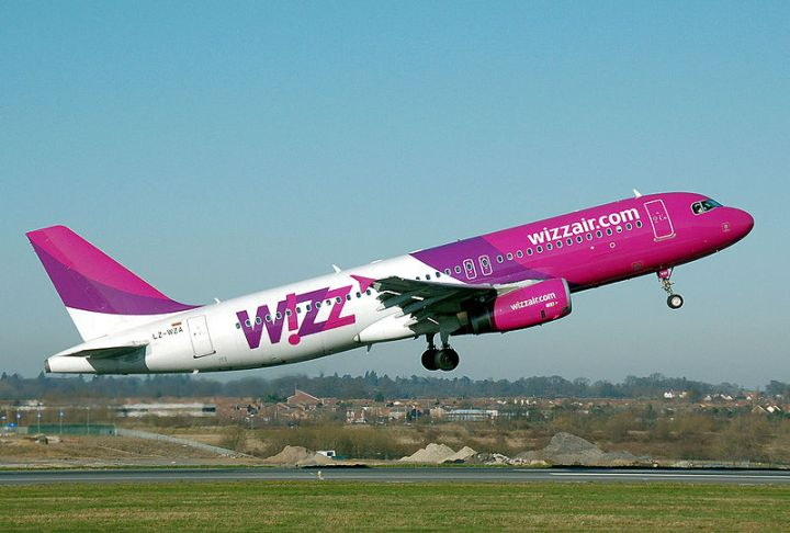Whizzair_a320-200_lz-wza_leavesground_arp