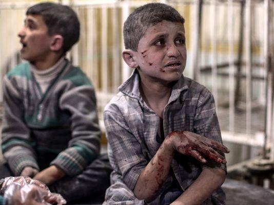 636269622464695622-EPA-SYRIA-DOUMA-CONFLICT-AIRSTRIKES-VICTIMS-90013562