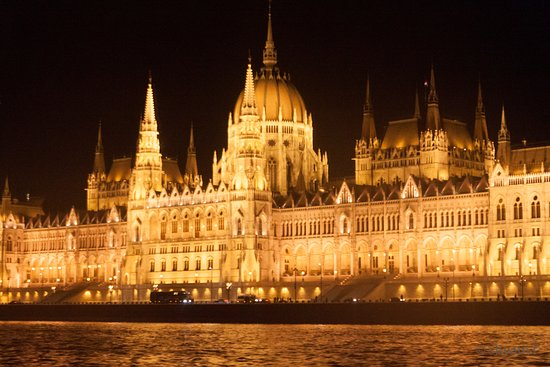 budapest-parliament-at