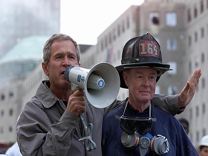 president-bush-and-bob-beckwith-at-ground-zero.jpg