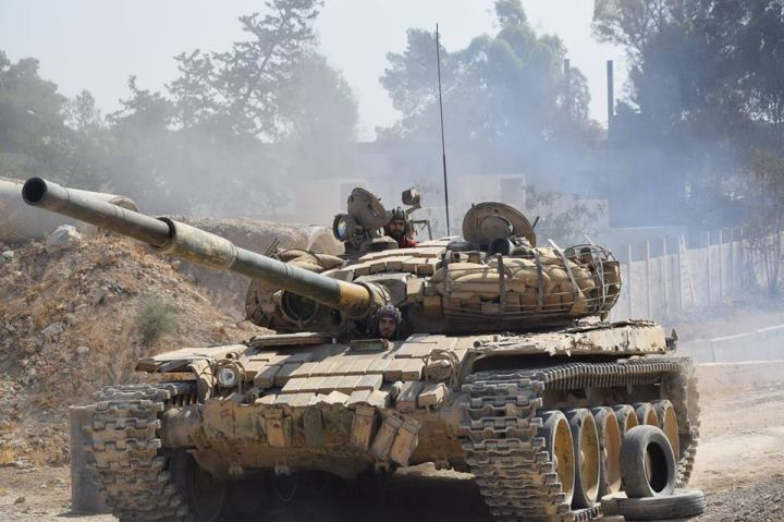Syrian-Army-tank-in-east-Damascus