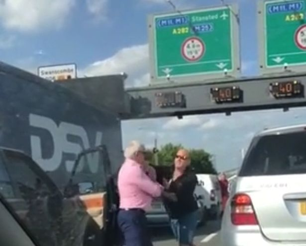 0_Moment-two-middle-aged-drivers-trade-blows-in-the-middle-of-M25-traffic-in-road-rage-row