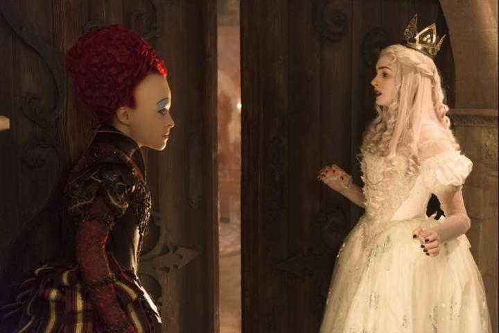 Alice-Through-The-Looking-Glass-Red-queen-White-queen