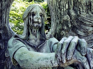 creepy angel statue 003