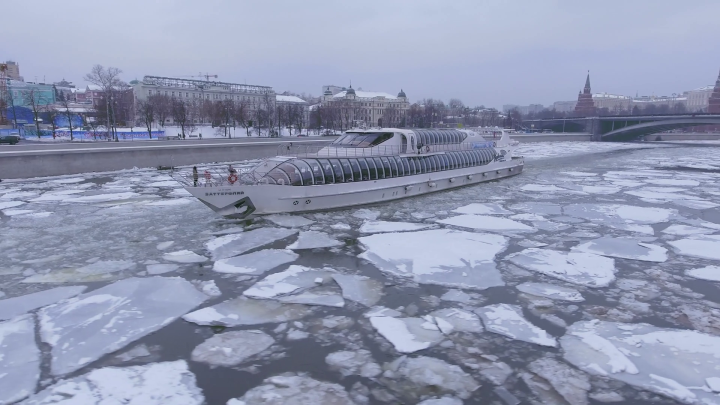 frozen-moscow-river-cruise-ship-icebreaker-brake-the-ice-day-near-kremlinunique-aerial-drone-4k-footage-in-the-center-of-capital-of-russia-snow-winter_szcjanbfx_thumbnail-full01
