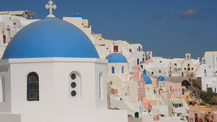 greece-santorini-oia-cyclades-white-buildings-and-steep-mountains-greek-islands-beautiful-peaceful-place_n1xtbw_y4__F0000