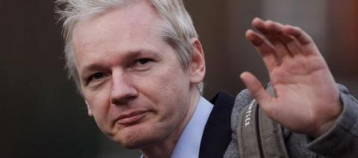 Julian-Assange--890x395_c