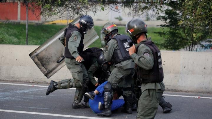 Venezuela-Police_web