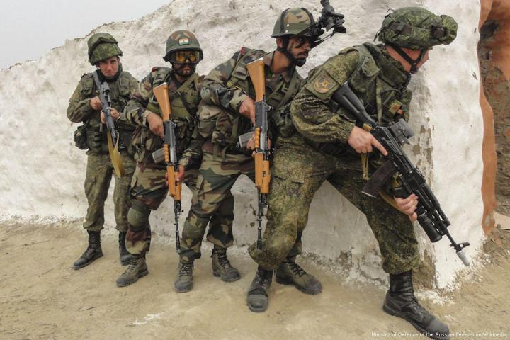 2015_9-10-Russian-soldiersPractical_action_training_during_the_Indra-2015_joint_exercise_01