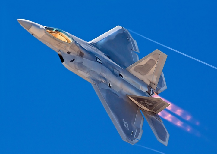 F-22_Raptor_LM