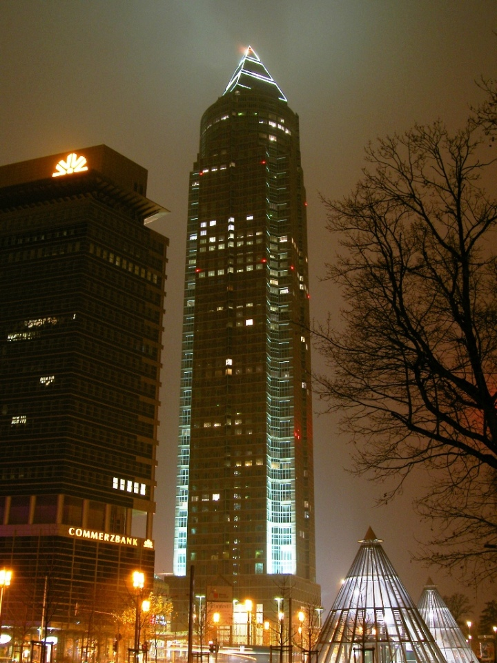 Frankfurt_am_Main_Messeturm_bei_Nacht