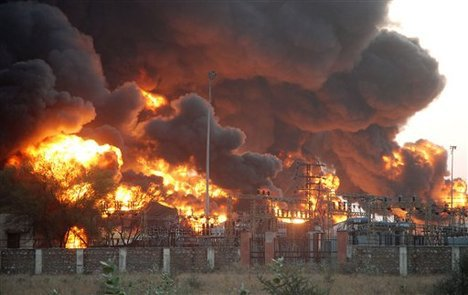 massive-inferno-at-oil-depot-in-china-videos