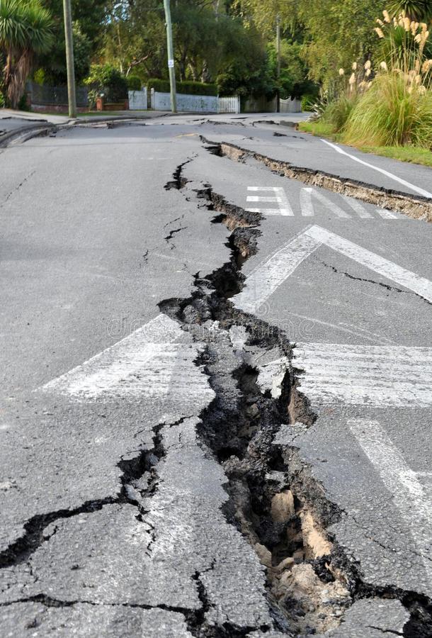 terremoto-de-christchurch-rachaduras-em-avonside-18490166