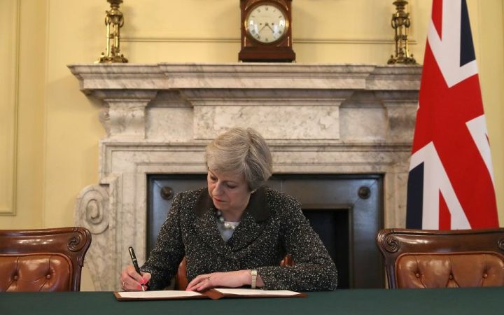the-prime-minster-of-the-united-kingdom-theresa-may-signs-article-50-659167814-5bc5b544e9312
