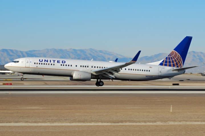 Boeing_737-900_(United_Airlines)_N37437_(6930259931)