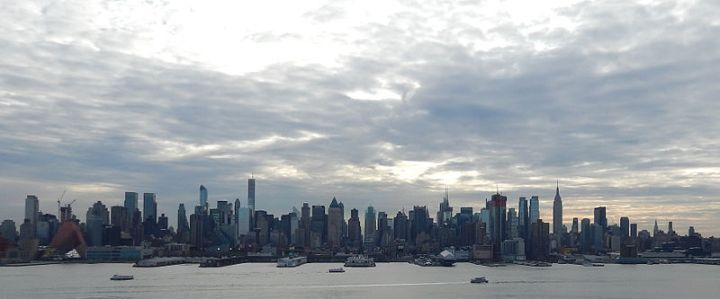 Midtown_Manhattan_skyline_Jan_2015_(zoomed_out)