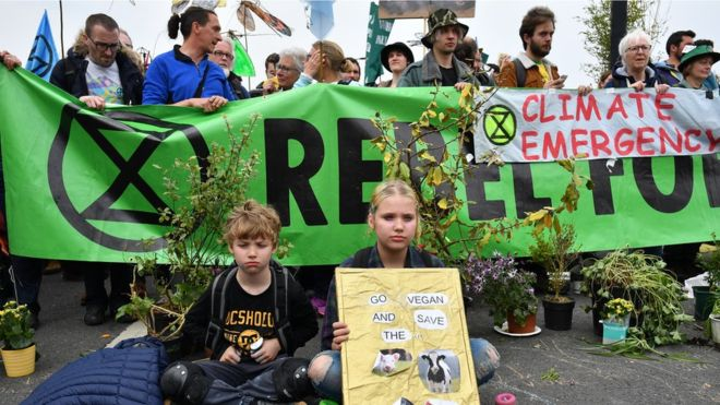 Extinction Rebellion protests: Climate change activists denied bail after DLR protest as police make 428 arrests — ©  blogfactory